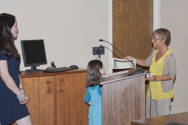 Mayor Amy Brewer presenting Miya with an award.